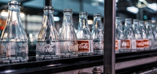 Coco cola flessen in fabriek